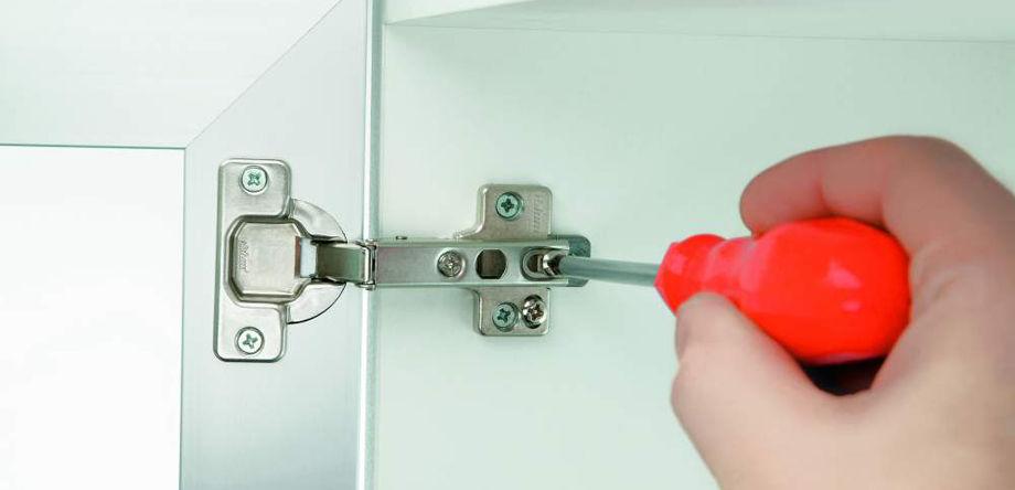 Как отрегулировать петли на дверце шкафа самому: подробная инструкция