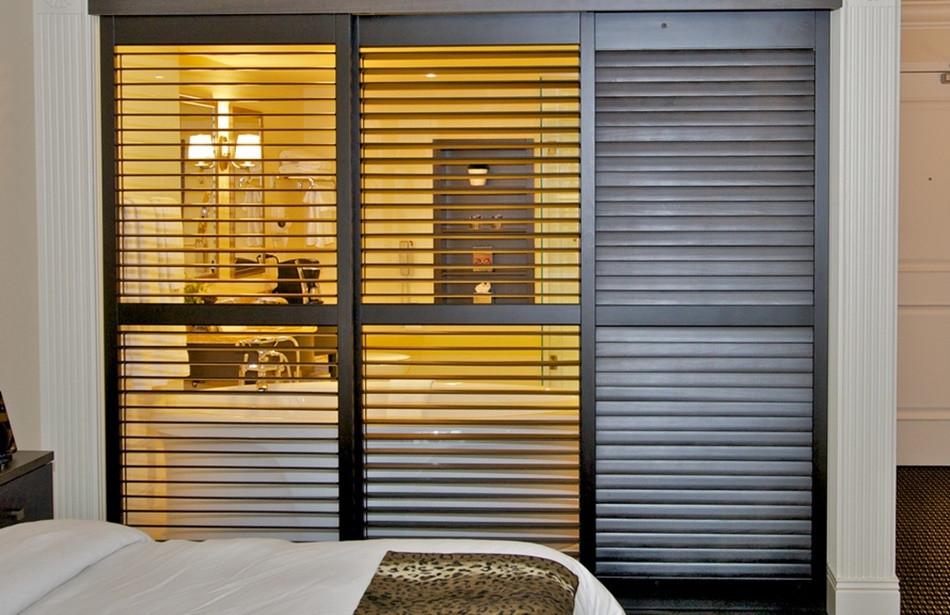 Как выбрать и установить жалюзийные двери для шкафа: покраска, уход, ремонт