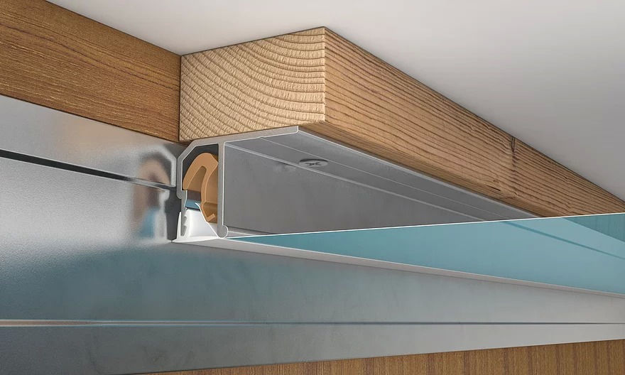 Монтаж встроенного шкафа-купе и натяжного потолка, способы их совмещения