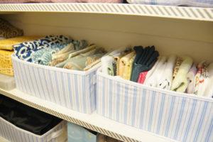 Организация вещей в шкафу для правильных домохозяек. Как хранить постельное белье в шкафу: методы компактного складывания. Хранение постельного белья в шкафу, идеи хранения постельных принадлежностей и полотенец, где лучше в гардеробной или месте под кроватью