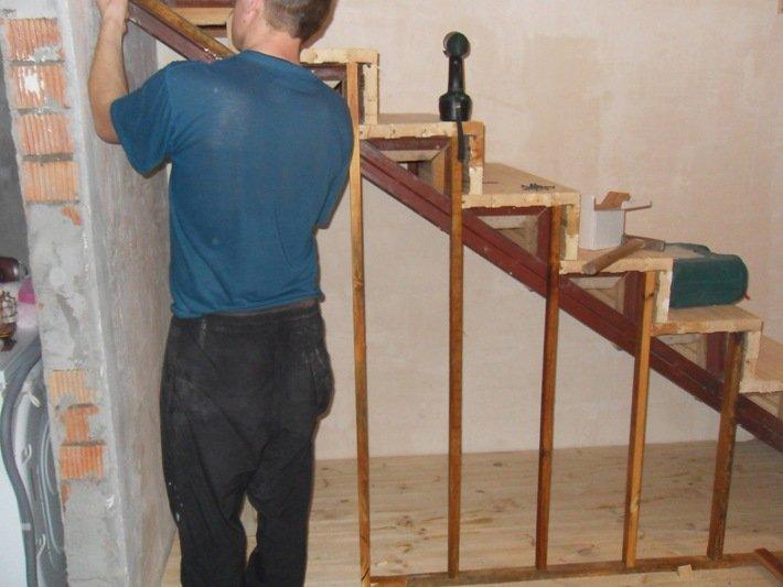 Как выбрать и разместить встроенный шкаф под лестницей: виды, дизайн, изготовление