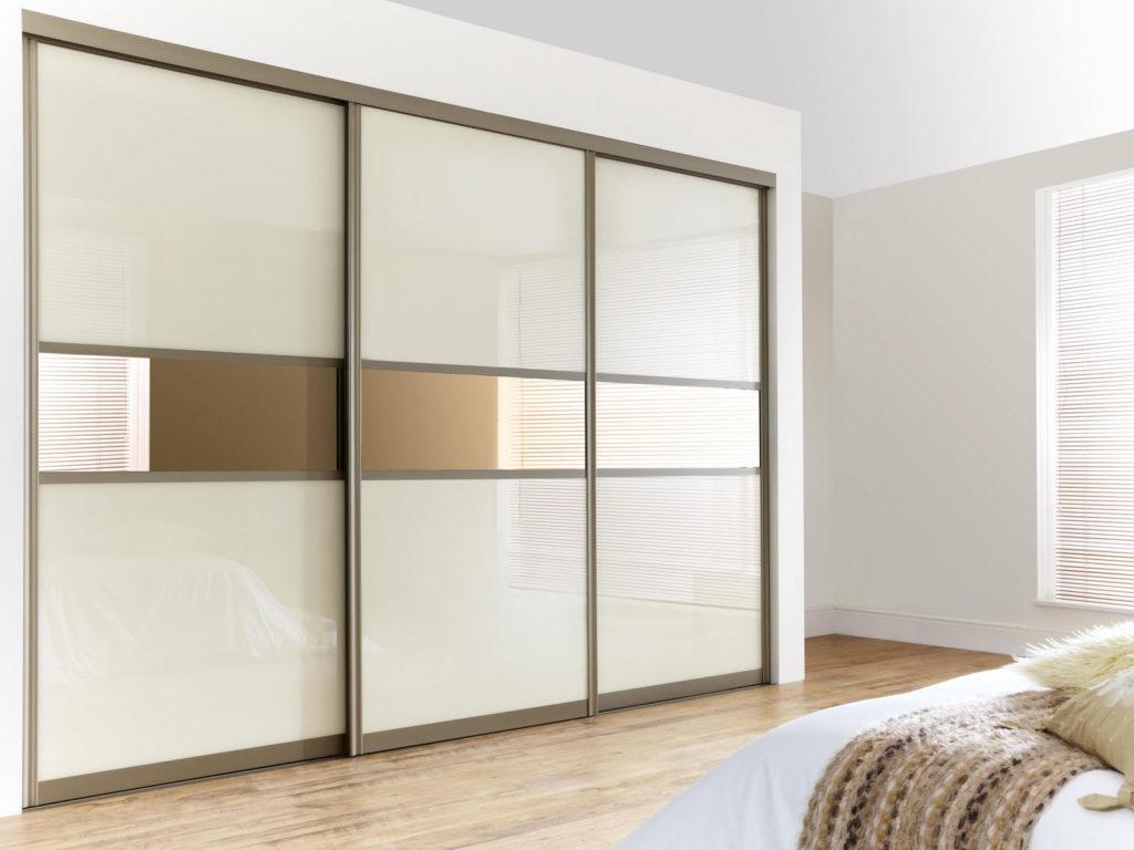 Как выбрать двери для встроенного шкафа: виды, материалы, дизайн и установка