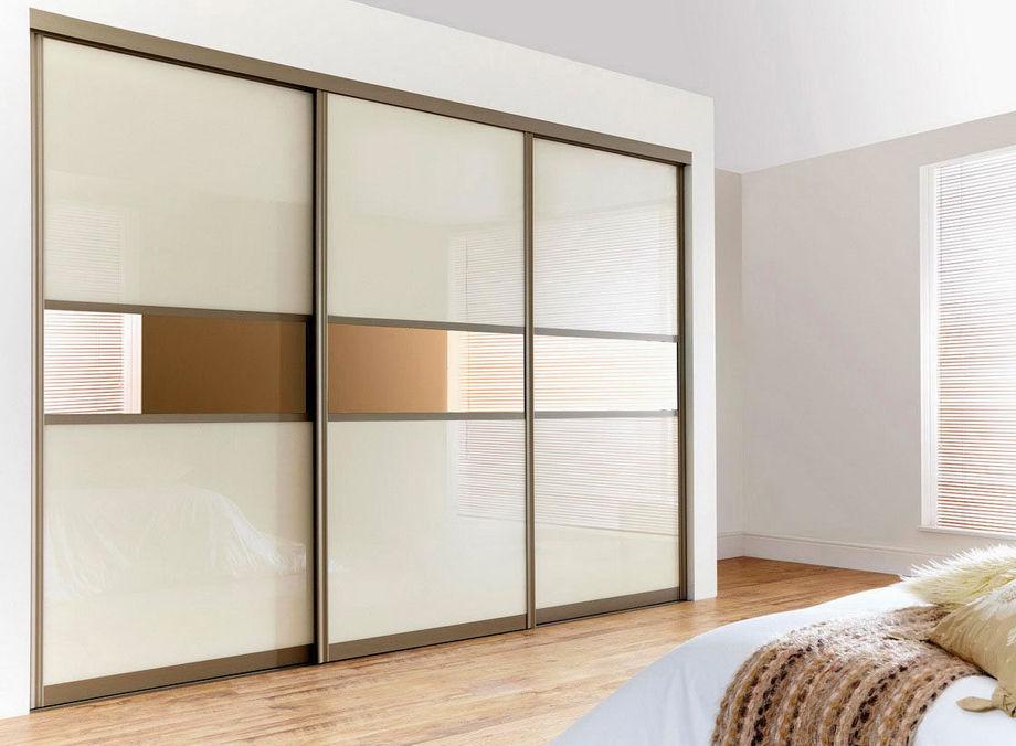 Выбор белого шкафа купе в прихожую и спальню: матовое стекло или зеркало