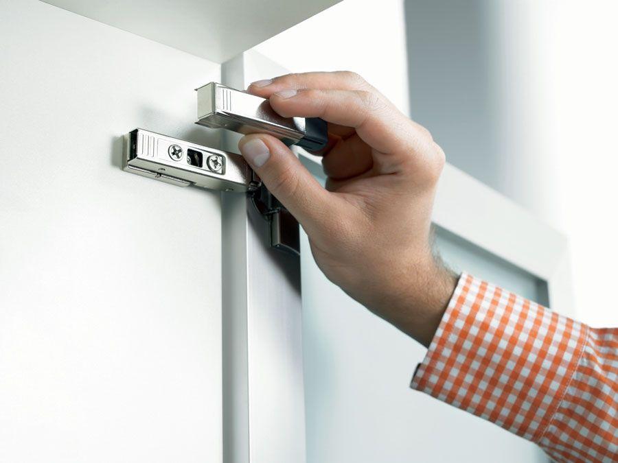 Как выбрать, установить и отрегулировать доводчик на кухонный шкаф