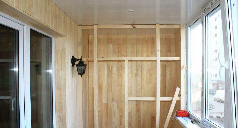 Как можно сделать шкаф на балконе своими руками дешево и красиво