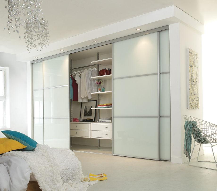Встроенный шкаф купе в спальню дизайн фото