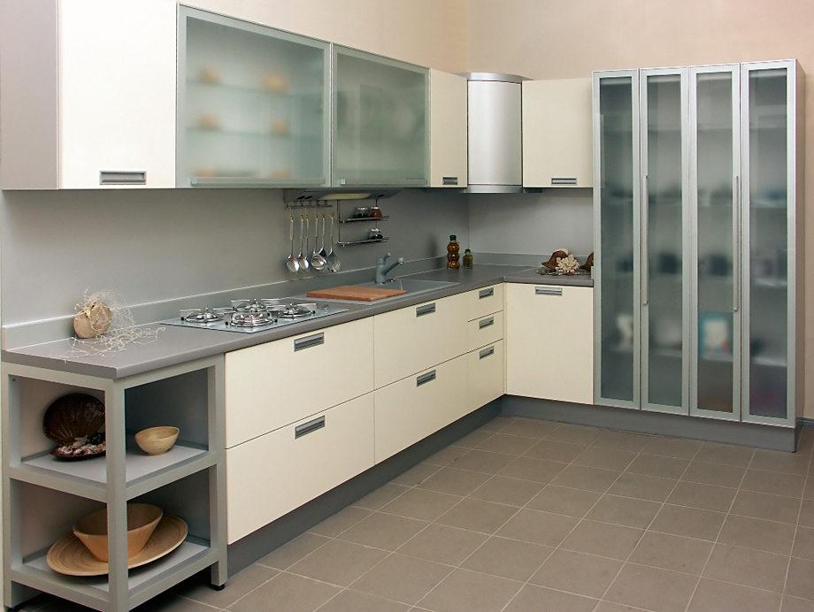 Стеклянные двери кухонных модулей