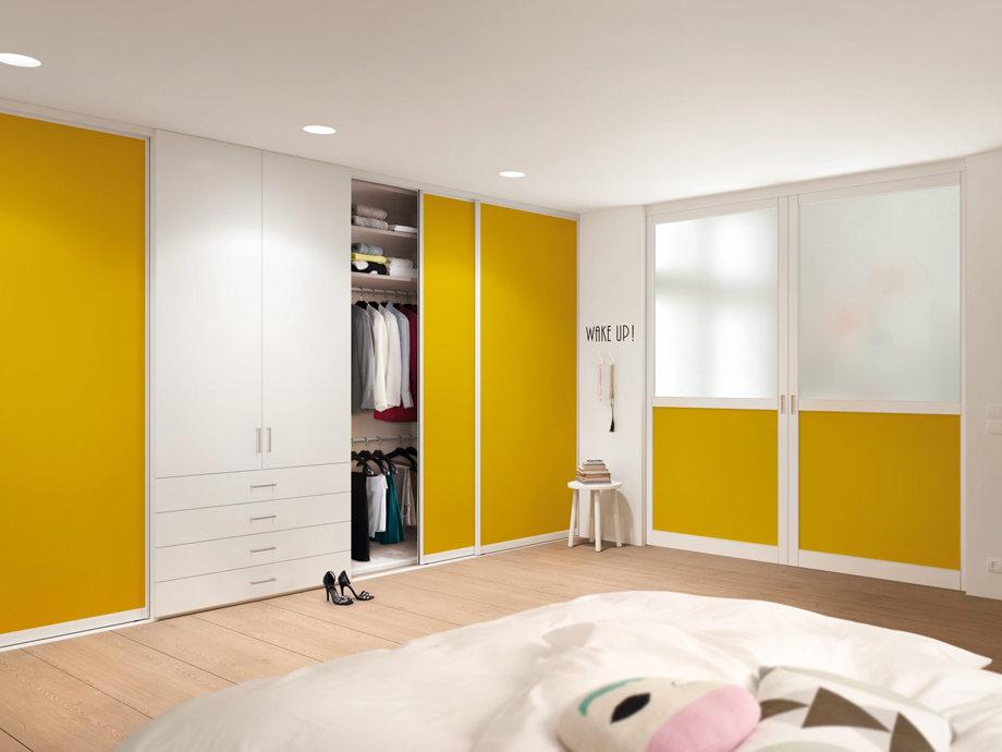 Двери шкафа жёлтого цвета