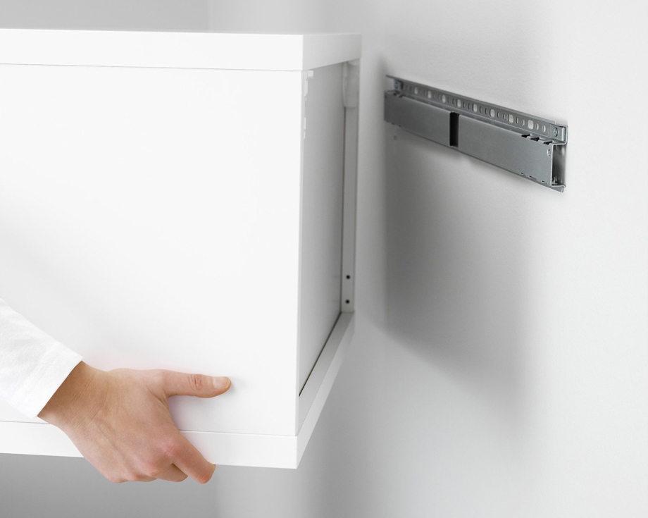 Как быстро и ровно повесить кухонные шкафы на стену самостоятельно?