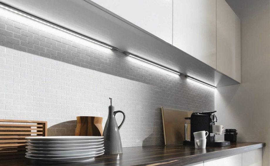 Светодиодная лента под кухонными шкафами