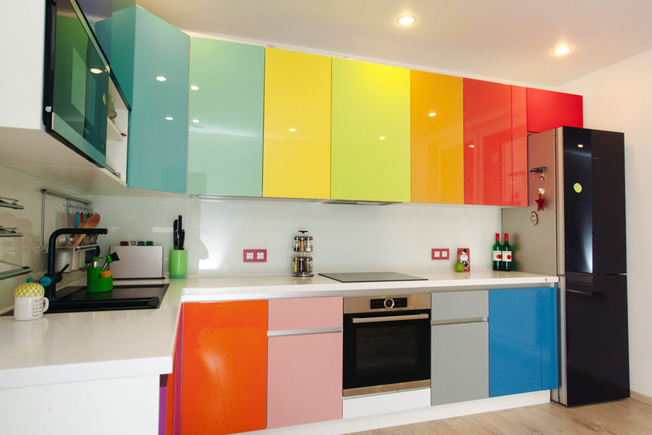 Цветные двери шкафчиков