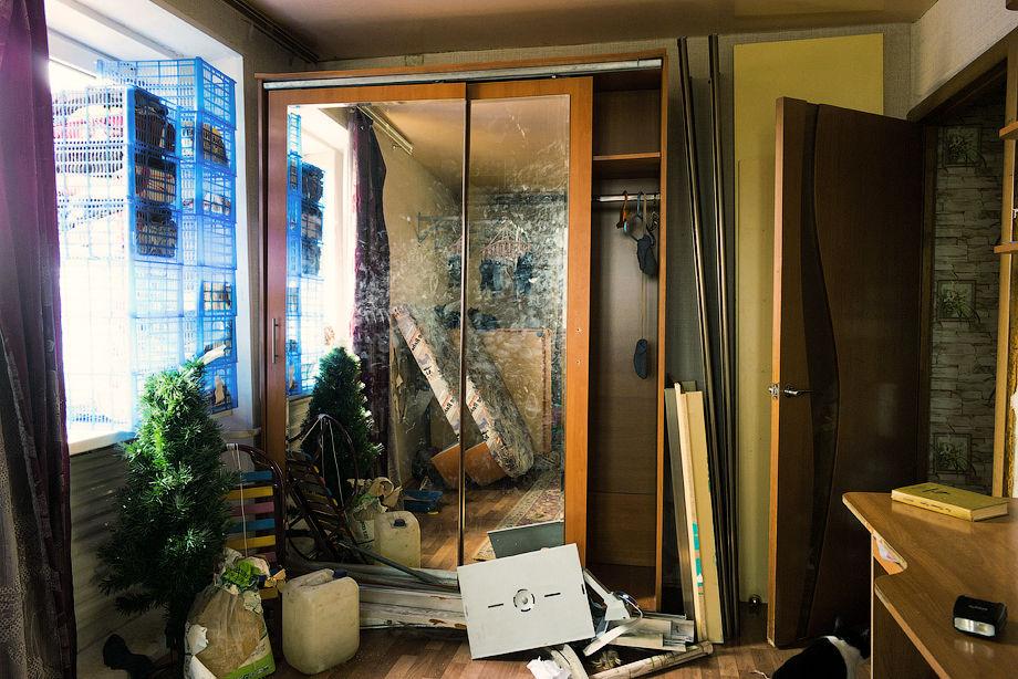 Шифоньер с раздвижными зеркальными дверями
