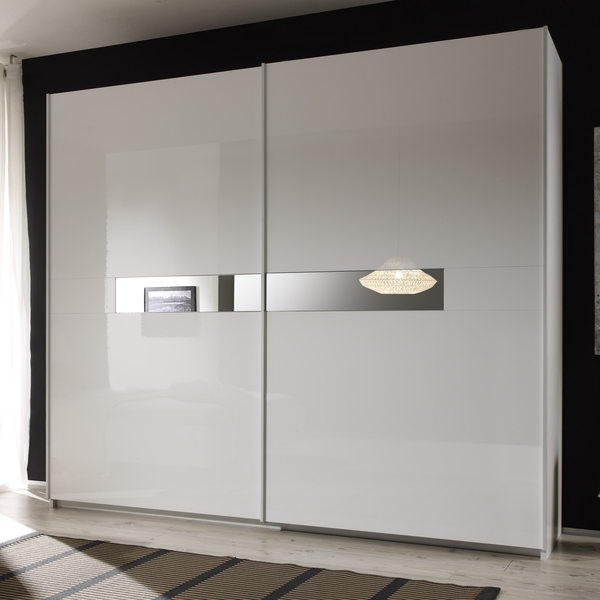 Небольшой шкаф-купе в малогабаритную квартиру – особенности выбора