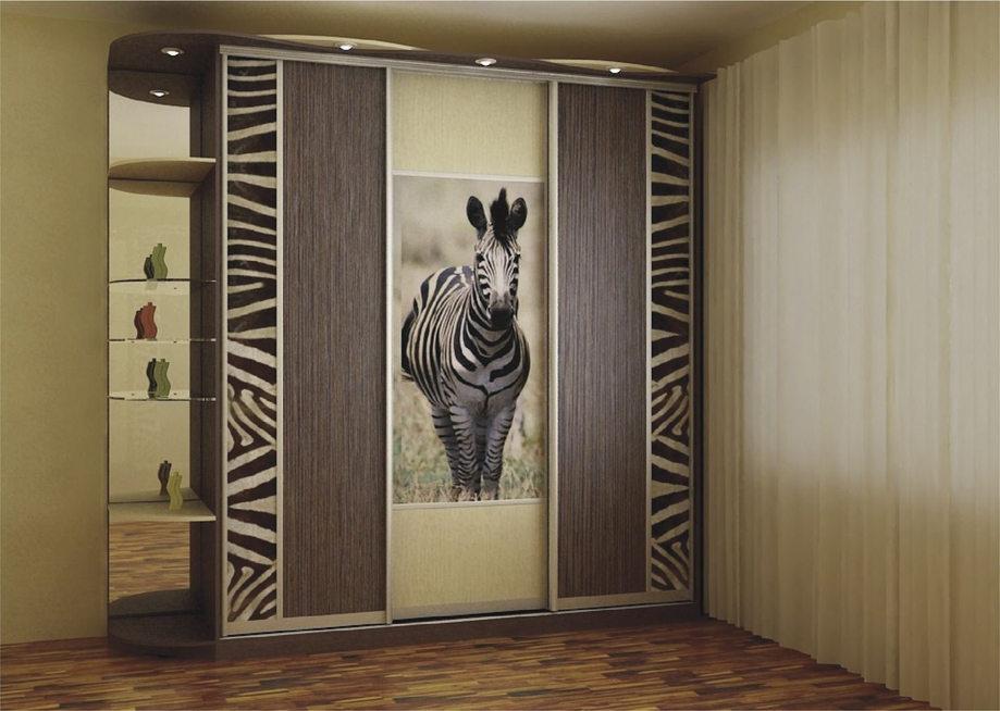 Декоративная наклейка зебры на дверях