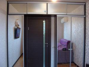 Двери зеркальные на шкафах