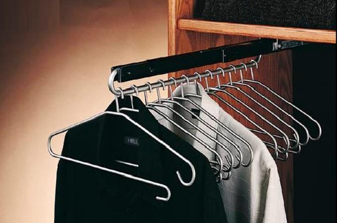 Штанга для шкафа купе: разновидности перекладин для одежды