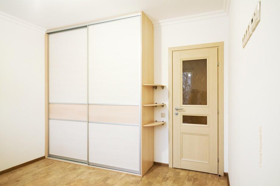 Шкаф беленый дуб с матовым стеклом