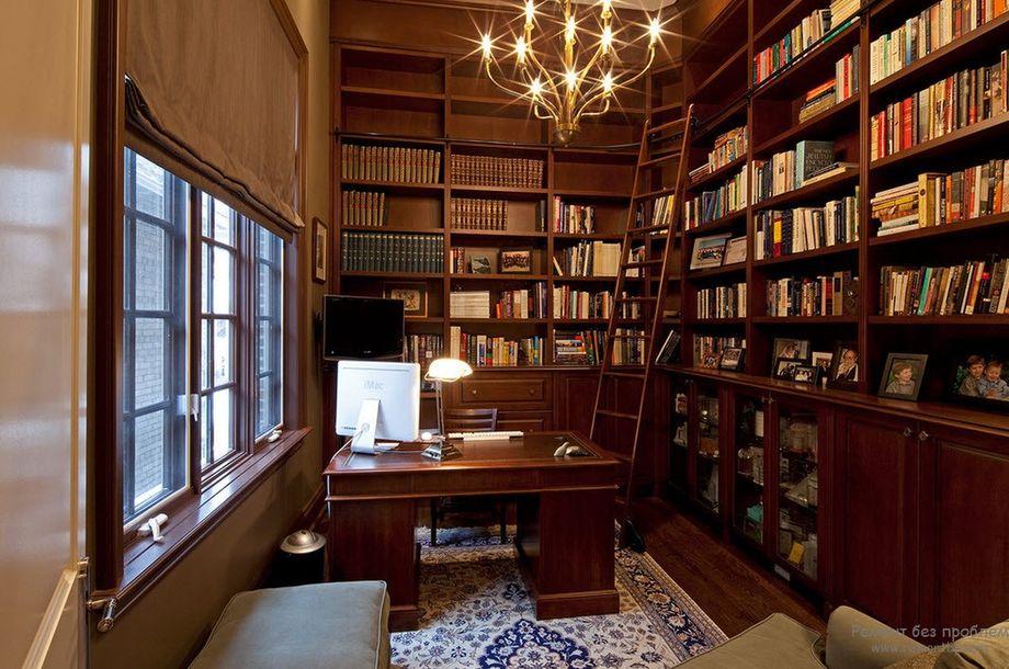 Угловой книжный шкаф в кабинете