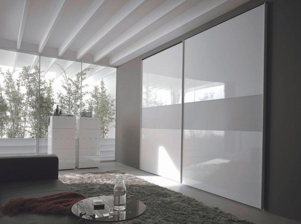 Встроенный белый шкаф купе