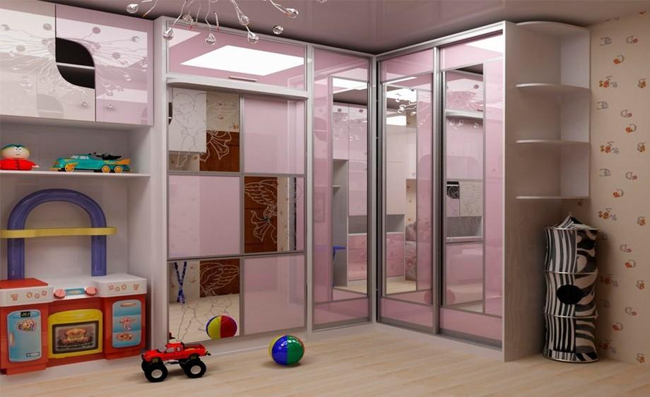 Розовый угловой шкаф-купе с зеркалами