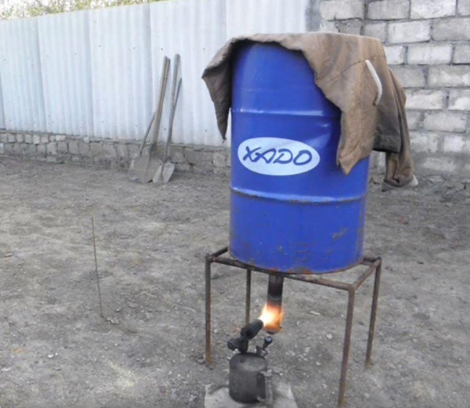 Коптильня из 200-литровой бочки в работе
