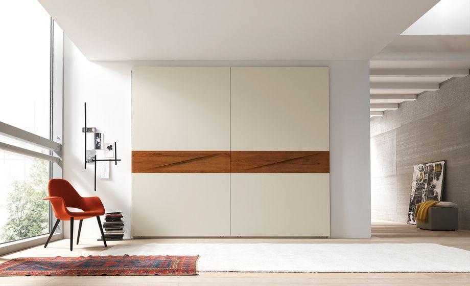 Шкаф без дверных ручек